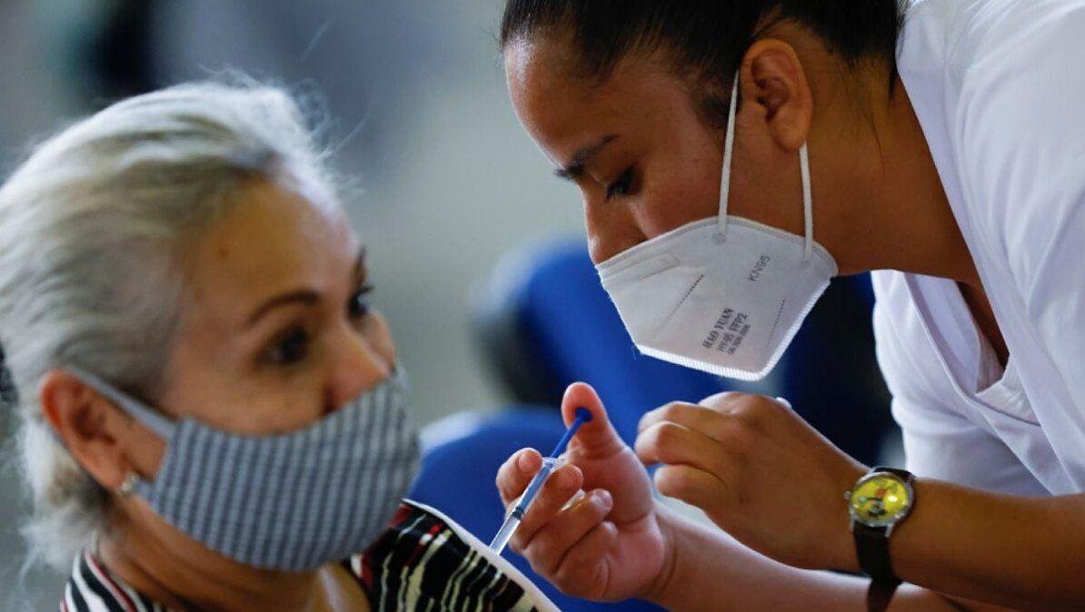 La vacunación de Covid-19 ya está en curso para personas de 60 años.   Foto: marca.com