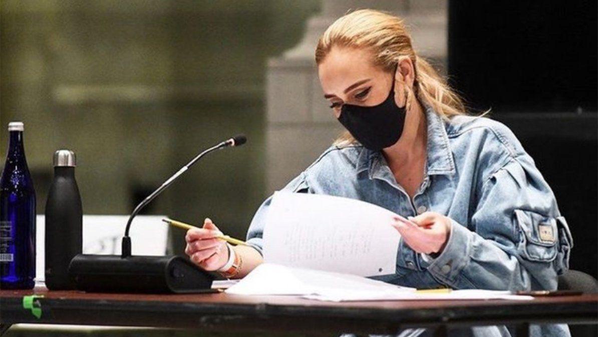 Rumores apuntan a que Adele lanzaría un disco nuevo en febrero