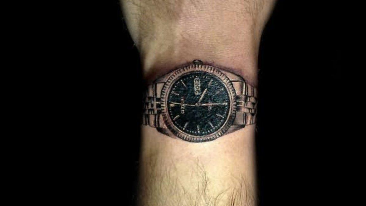 Los tatuajes de reloj de pulsera siguen ganando popularidad.   Foto: tattootime.com
