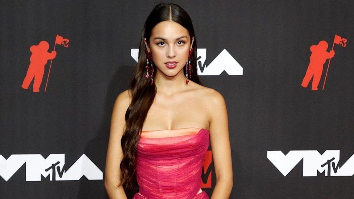 Olivia Rodrigo aparece deslumbrante en los MTV VMAs 2021