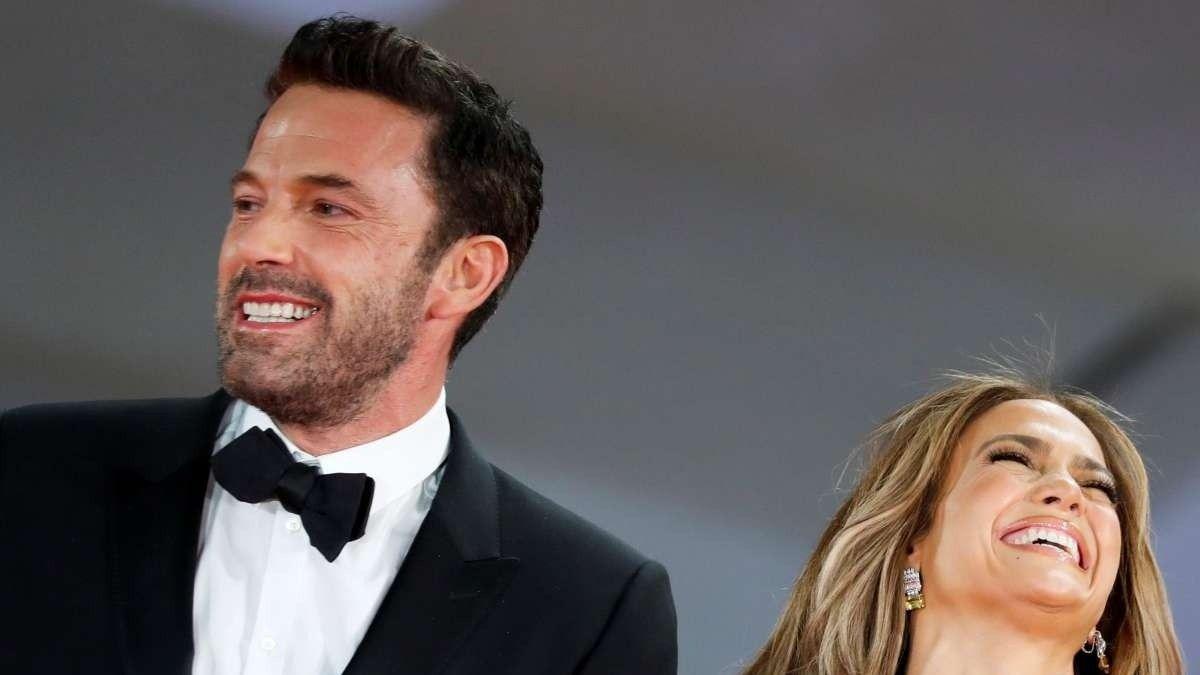 Ben Affleck se luce hablando en español gracias a Jennifer López